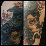 nainen ja korppi tatuointi woman tattoo