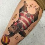 sirkusharhu tatuointi karhu neo traditional bear tattoo circus bear color tattoo